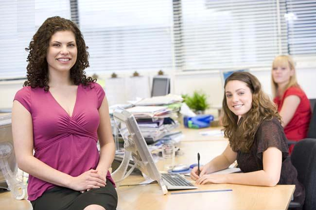Women_happily_working_in_an_office_mon111032