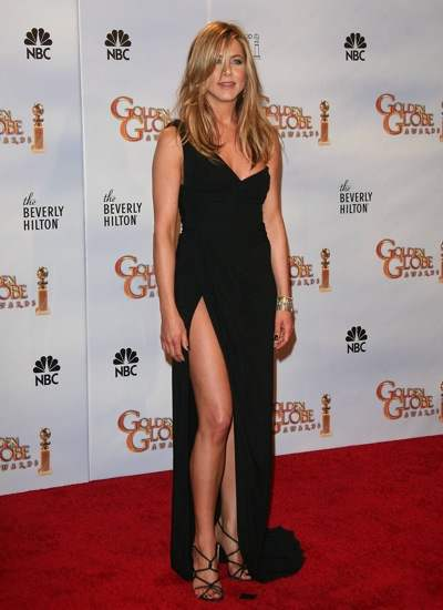 Jennifer-Aniston-off-shoulder-Valentino-gown-in-black-with-a-thigh-high-slit-at-the-Golden-Globes